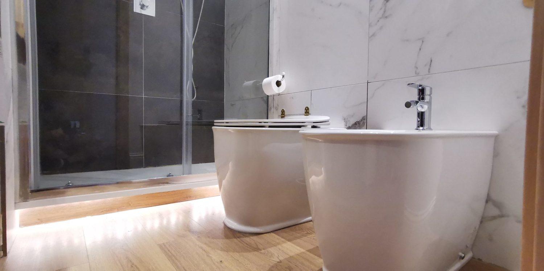 wc bidet bagno blu
